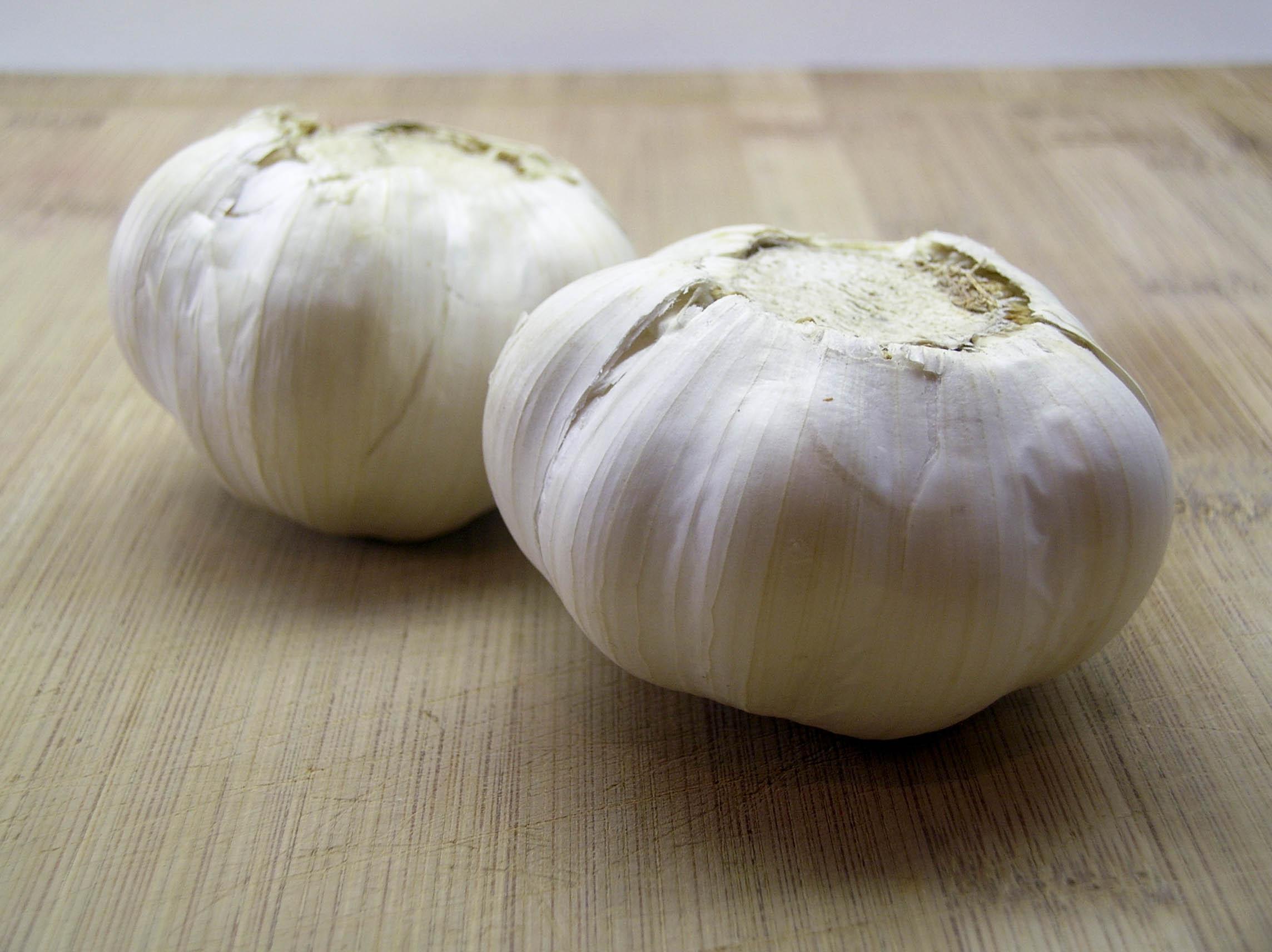 how to cut a head of garlic